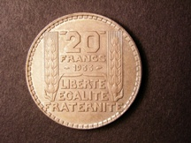 London Coins : A126 : Lot 489 : Francs 20 Francs 1933 Long Wreath Leaves Le Franc 400/4 UNC Toned